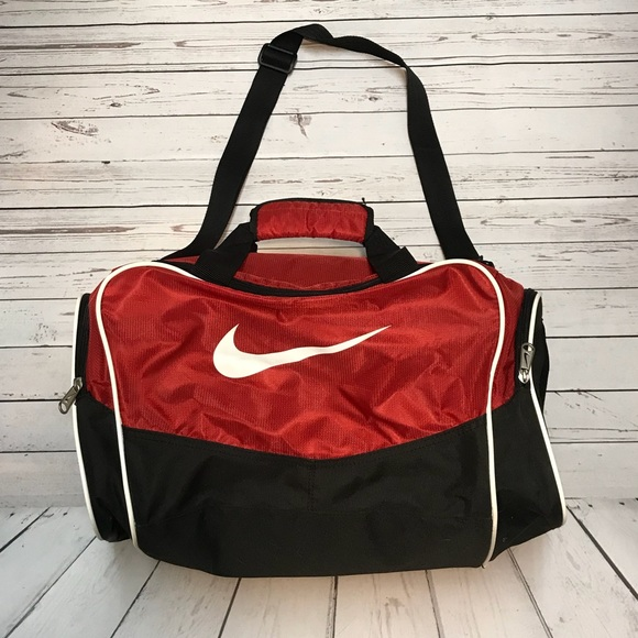 f93f8ee5b5 ... Red Nike Duffle Bag ...